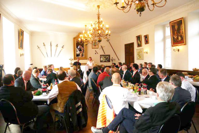 Begrüßung, Einführung und Neues aus der Navision-Welt von Sonja Klimke und Daniel Böcker